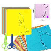Jouets de pliage et de coupe de papier de couleur de bande dessinée